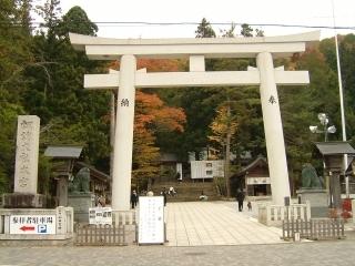 05諏訪大社本宮.jpg